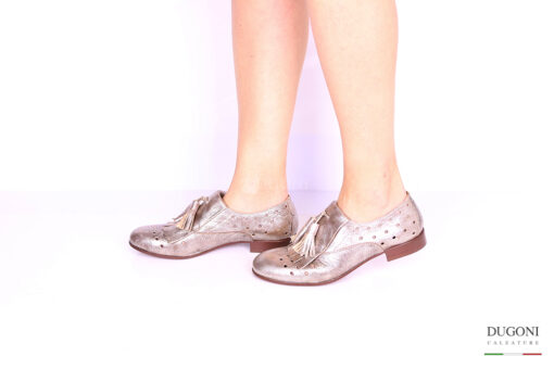 Slip-on platino con frangia e nappine </br> D1027 Outlet